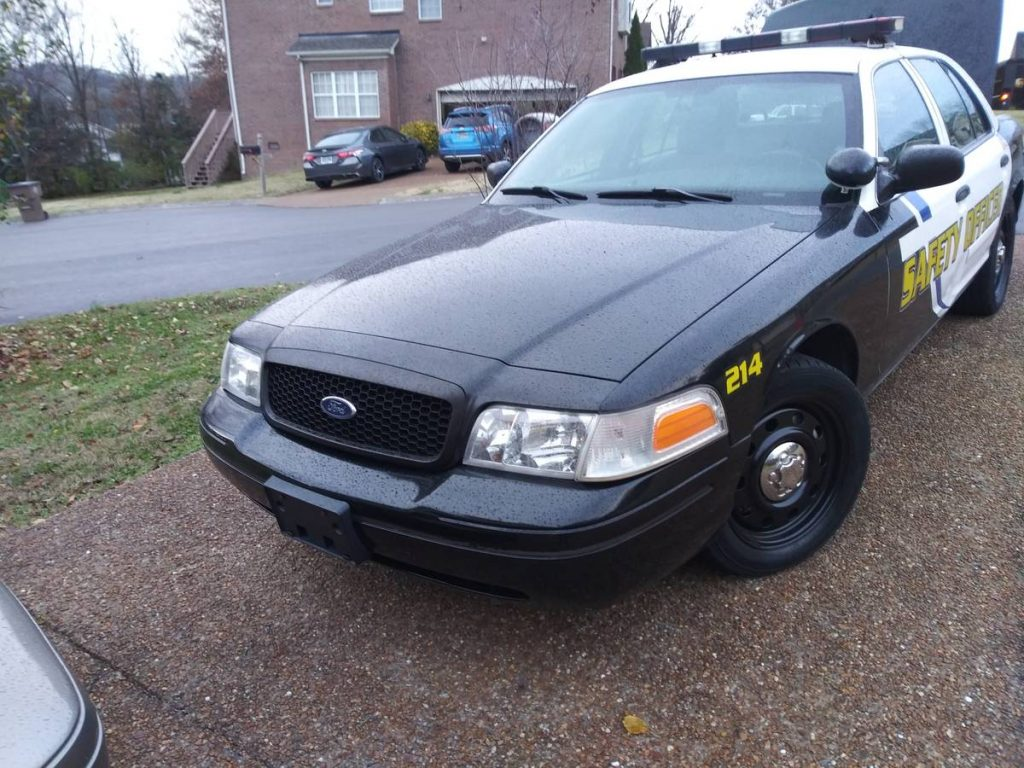 police interceptor: 2007 ford crown victoria p71